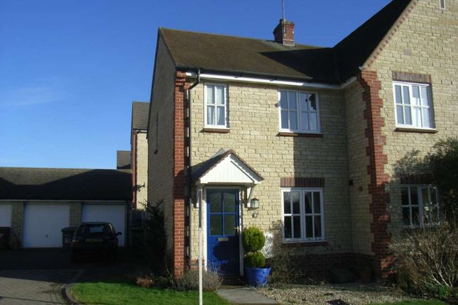 2 bed semi-detached house to rent in Woodpecker Close, Bicester