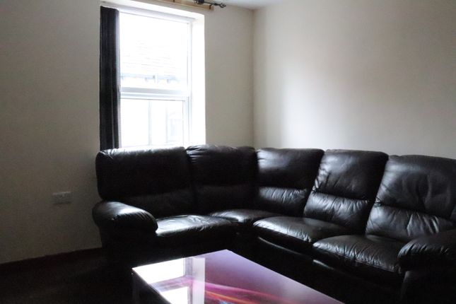 4 bed flat to rent in Woodhouse Lane, Leeds LS2
