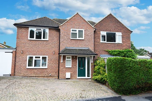 Thumbnail Link-detached house for sale in Woodside Avenue, Flackwell Heath