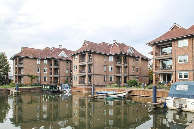 2 bed flat to rent in Eights Marina, Mariners Way, Cambridge