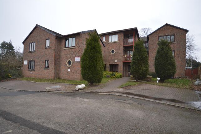 Thumbnail Flat to rent in Croft Avenue East, Bromborough, Wirral