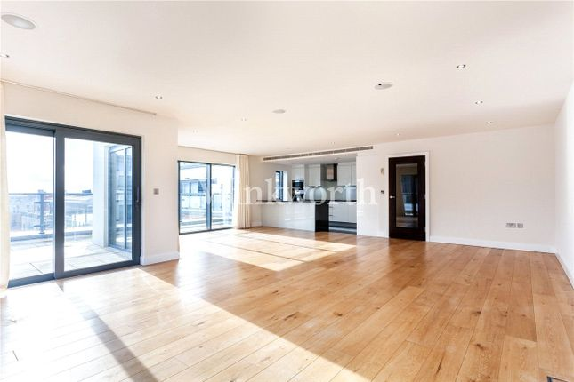 3 bed flat to rent in Cavendish House, 6 Boulevard Drive, London NW9