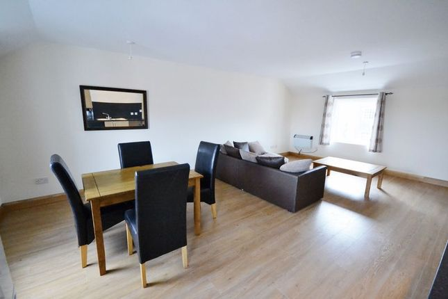 2 bed flat to rent in St. Helens Road, Swansea