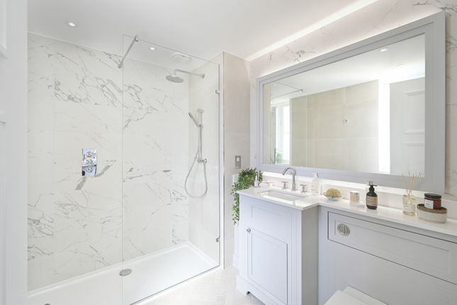 5 bedroom detached house for sale in Snakes Ln, Off Bramley Road, London