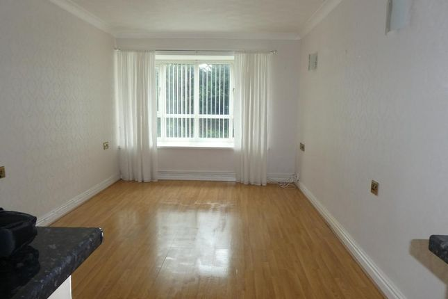 1 bed flat to rent in Marine Road, Colwyn Bay, Conwy LL29