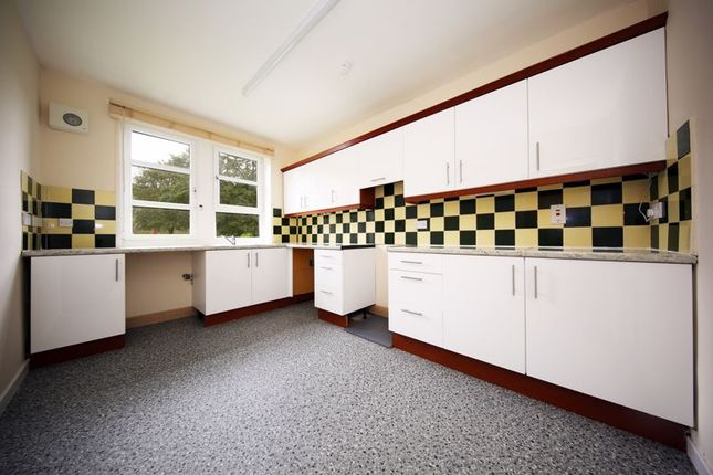 Kitchen of Fleming Gardens West, Dundee DD3