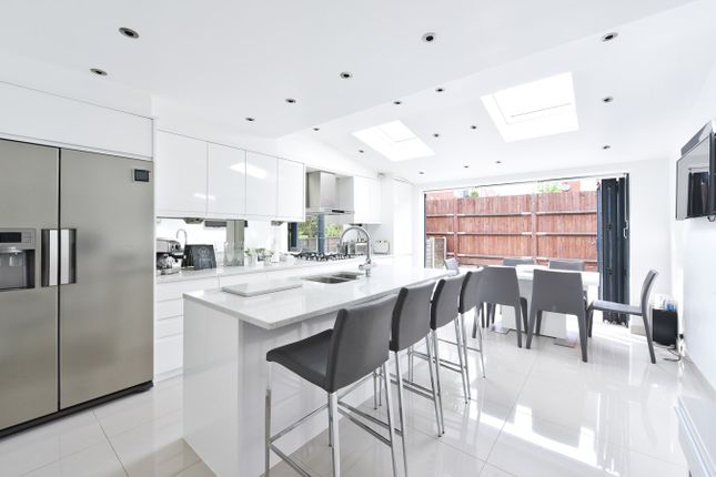 Thumbnail Town house for sale in Colebrook Way, London