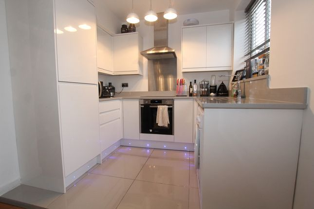 Thumbnail Flat to rent in Chalcombe Road, London
