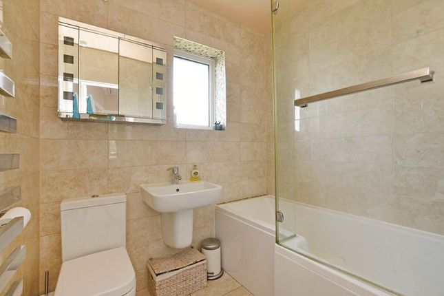 Bathroom of Hollythorpe Rise, Norton Lees, Sheffield S8