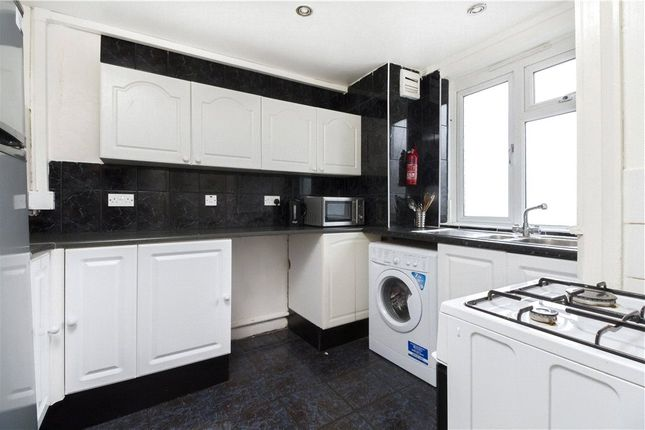 Thumbnail Flat to rent in Queensbridge Court, Bethnal Green, London