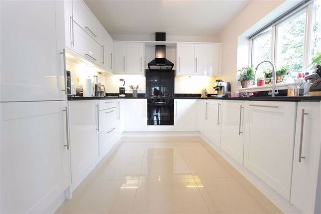 Thumbnail Flat to rent in Chesham Court, Enfield, Middx
