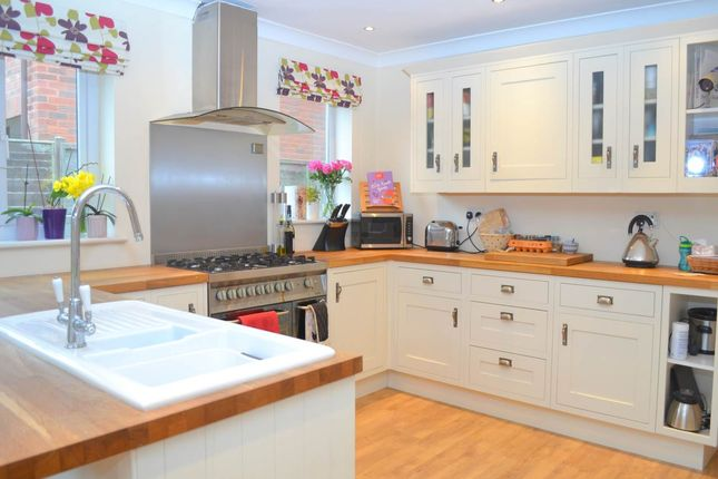 Thumbnail Semi-detached house to rent in Craven Road, Newbury