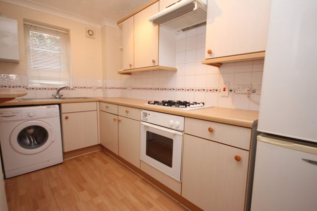 Thumbnail Terraced house for sale in Ottery Way, Didcot