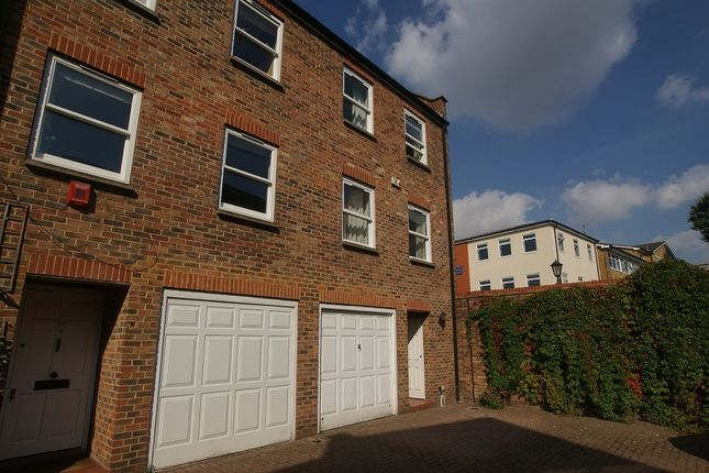 3 bed mews house to rent in Liberty Mews, Clapham South