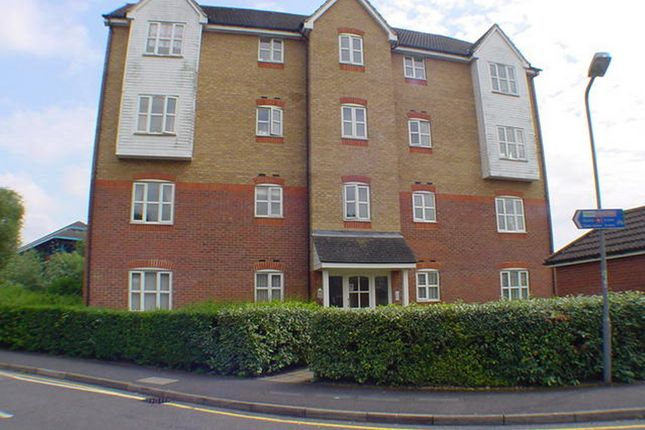 Thumbnail Flat to rent in Friarscroft Way, Aylesbury, Buckinghamshire