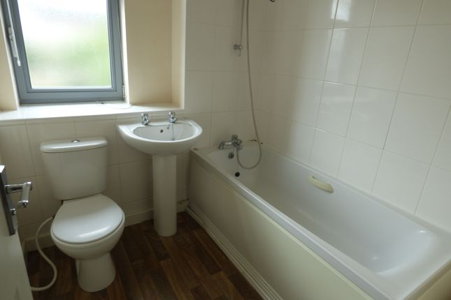 Bathroom of Nazareth Road, Dunkirk, Nottingham NG7