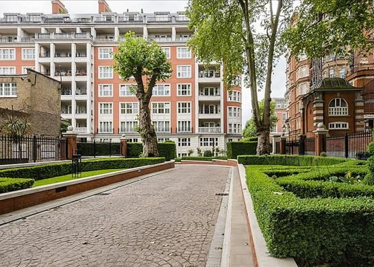 Main (Main) of Palace Green, Kensington, London W8