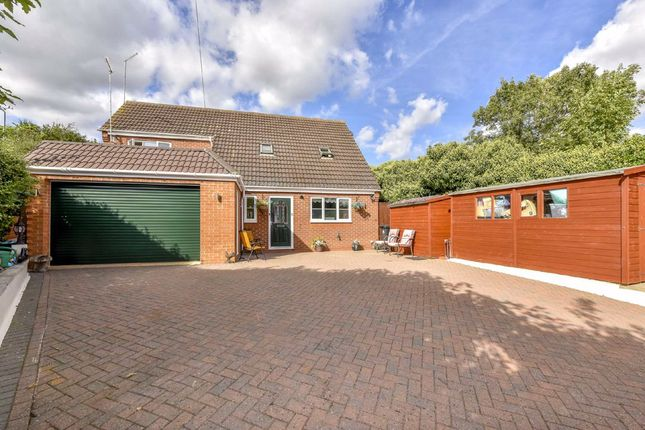 5 bed detached house for sale in Smithfield Place, Raunds, Northamptonshire NN9