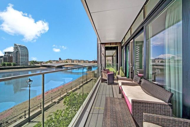 Thumbnail Flat for sale in Fulham, London