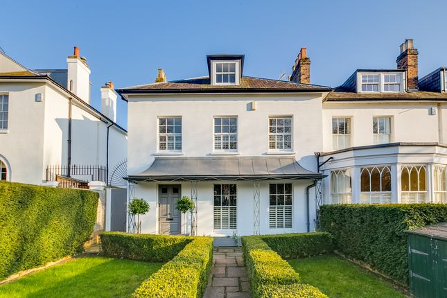Thumbnail Terraced house for sale in Heathfield Gardens, London