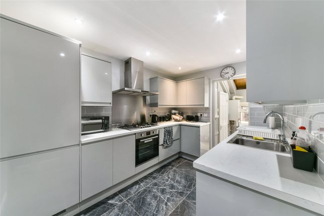 Thumbnail Terraced house for sale in Kingfisher Avenue, Wanstead