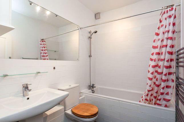 Bathroom W/C of Dunstan Hill House, 9-10 Dunstan Road, Tunbridge Wells, Kent TN4