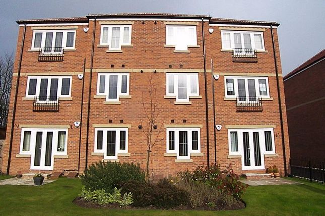 Thumbnail Flat to rent in Milford Road, Sherburn In Elmet, Leeds