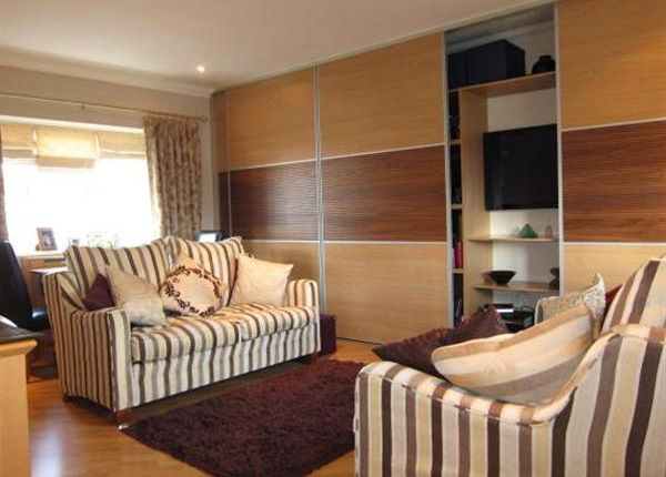 Lounge of St. Peters Close, Swanscombe DA10