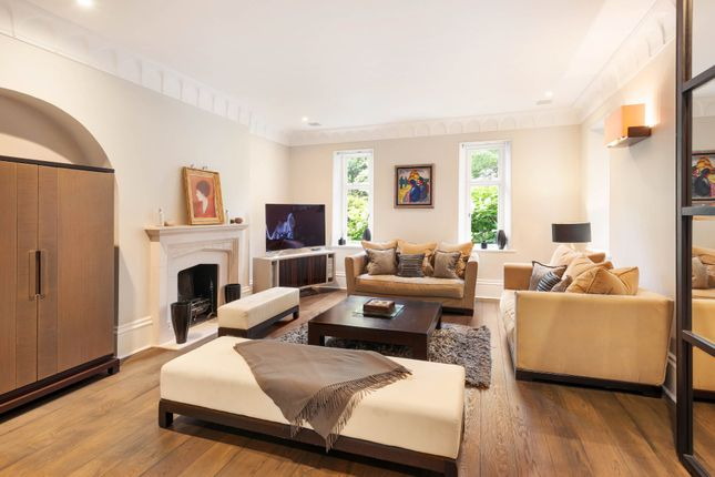 3 bed flat for sale in The Bromptons, Chelsea