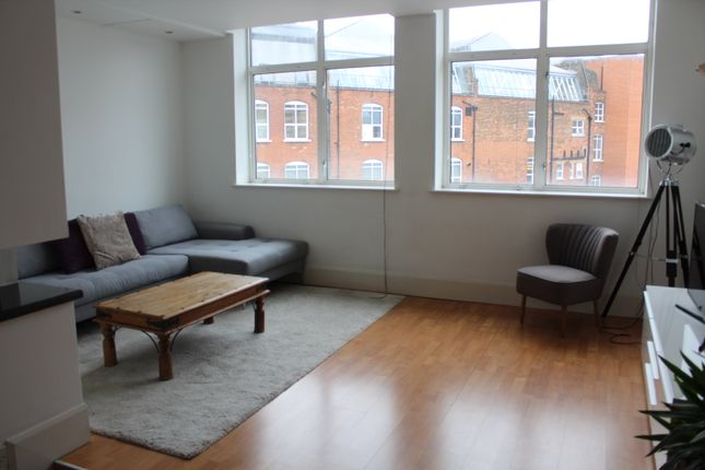 Thumbnail Flat to rent in Dingley Road, Old Street, Angel, London
