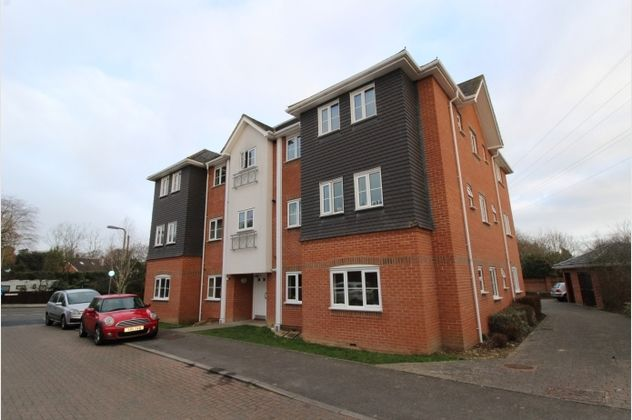 Thumbnail Flat for sale in Doctors Acre, Hook, Hampshire