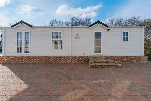 3 bed flat for sale in Highwood Road, Patchway, Bristol BS34