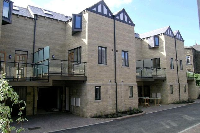 Thumbnail Town house to rent in Palace House Road, Hebden Bridge