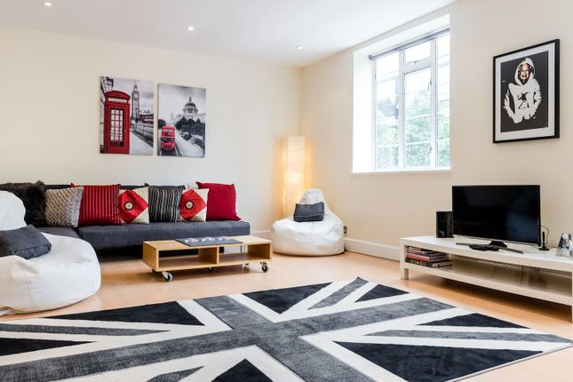 Thumbnail Flat to rent in Pentonville Road, London