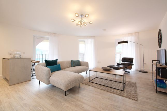 Thumbnail Flat for sale in Suffield Hill, High Wycombe