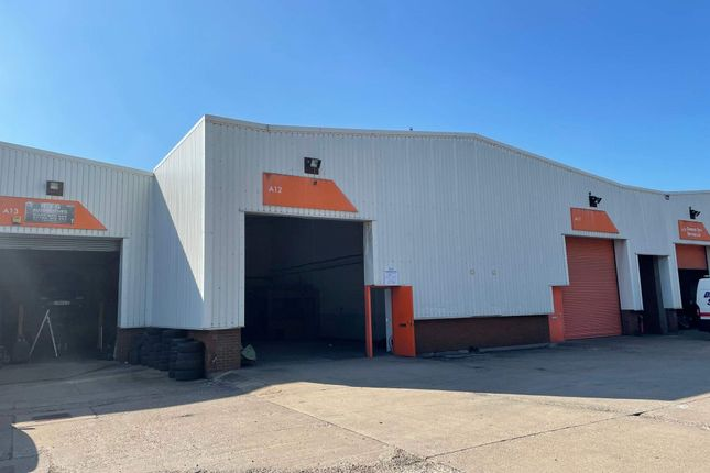 Warehouse to let in Oxleasow Road, Redditch