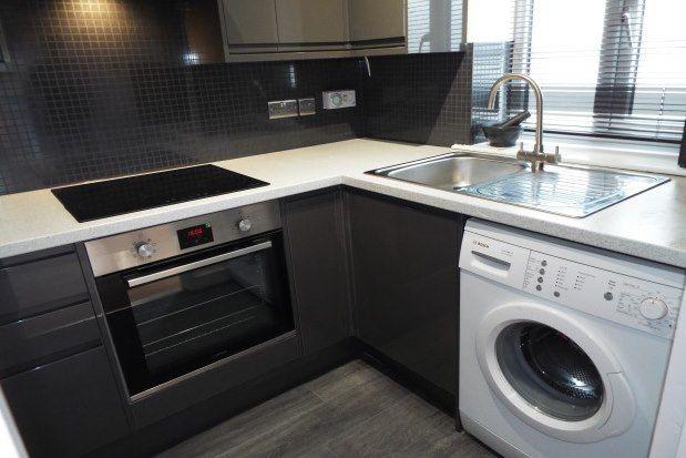 2 bed flat to rent in Crawley Court, Gravesend DA11