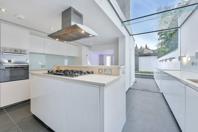 Thumbnail Terraced house to rent in Elliotts Row, London