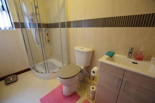 En-Suite of Greengarth, Bottesford, Scunthorpe DN17