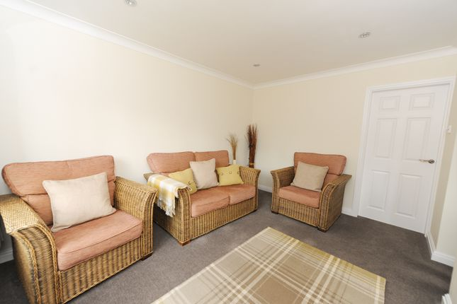 Lounge of Mendip Crescent, Ashgate, Chesterfield S40
