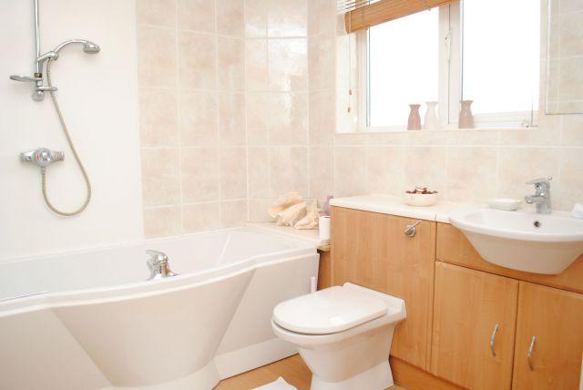 Bathroom of Cedrus Court, Kingsthorpe, Northampton NN2