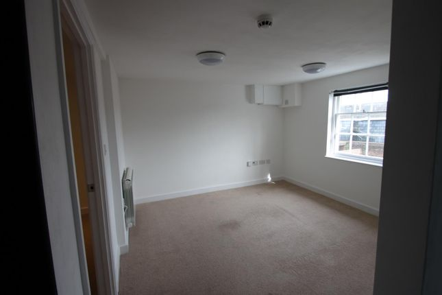 Thumbnail Flat to rent in Locks Yard, High Street, Sevenoaks