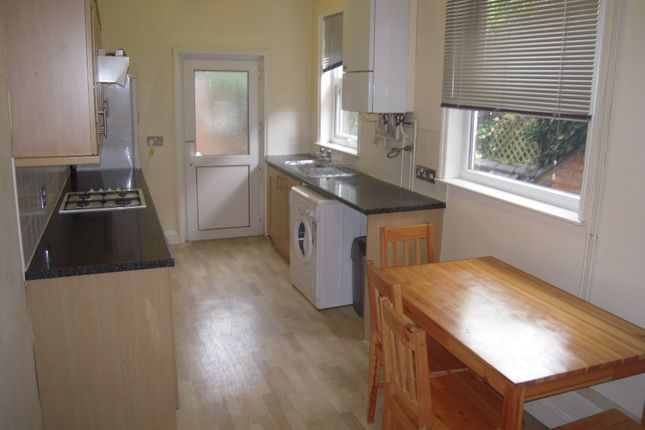 Terraced house to rent in Thurlow Road, Leicester