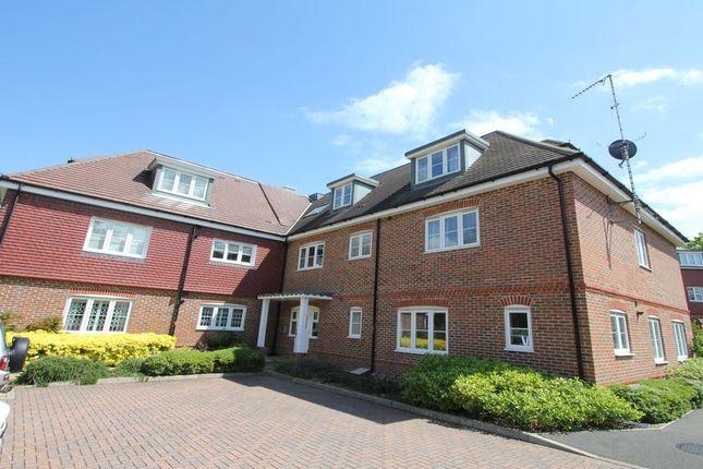 Thumbnail Flat to rent in Hedgerley Lane, Gerrards Cross