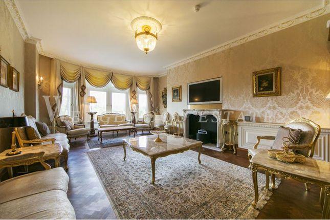 Thumbnail Flat to rent in Cumberland House, Kensington Road, Kensington, London