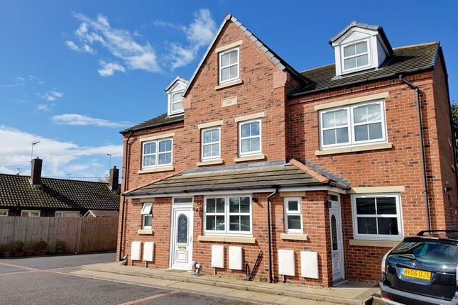 3 bed town house to rent in Amys Meadow, Willaston, Nantwich