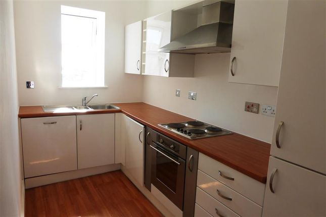 Thumbnail Flat to rent in Woodlands Road, Barry
