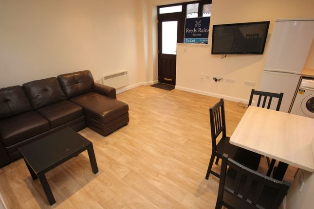 Thumbnail Flat to rent in Lound Side, Chapeltown, Sheffield