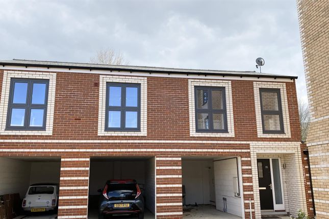 2 bed flat to rent in Baddlesmere Drive, Kings Hill, West Malling ME19
