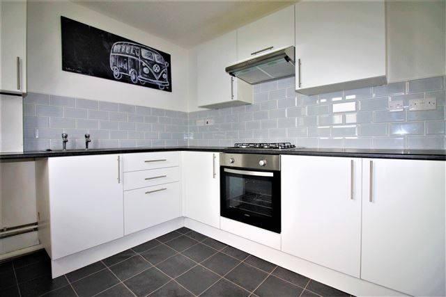 2 bed flat to rent in Coral Drive, Aughton, Sheffield